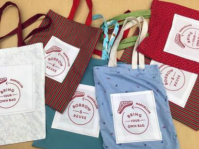 photo of fabric shopping bags
